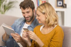 Wer vorher einen Prepaid Kreditkarten Vergleich macht kann viel Geld sparen